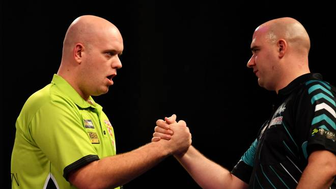 Michael van Gerwen (l.) und Rob Cross (r.) sind die Weltmeister der letzten drei Jahre