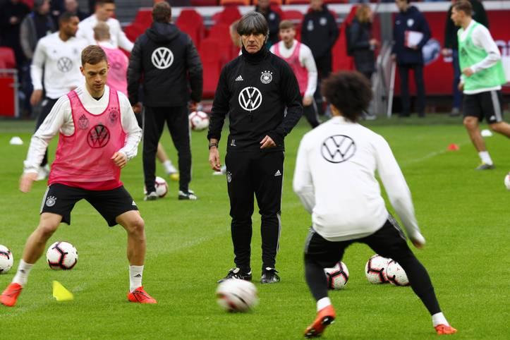 Mit dem Verzicht auf das Weltmeister-Trio Thomas Müller, Jerome Boateng und Mats Hummels hat Bundestrainer Joachim Löw den Umbruch im DFB-Team vorangetrieben. Und das neue Gesicht der DFB-Elf nimmt allmählich Gestalt an