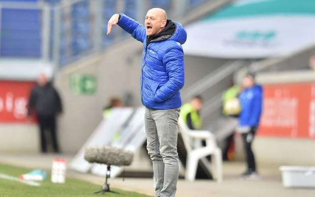 Torsten Lieberknecht coacht den MSV Duisburg an der Seitenlinie