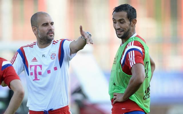 Medhi Benatia (r., mit Pep Guardiola) kam 2014 zum FC Bayern