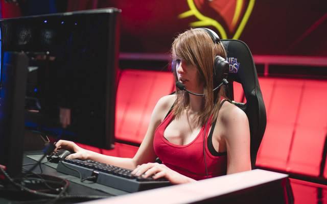 """Maria """"Remilia"""" Creveling wurde als erste professionell Spielerin in League of Legends bekannt. Nun ist sie im Alter von 24 Jahren verstorben"""