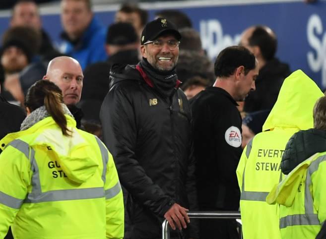 Jürgen Klopp lässt mit dem FC Liverpool im Merseyside-Derby beim FC Everton wichtige Punkte im Kampf um den Titel liegen. Schuld an der Nullnummer ist seiner Meinung nach unter anderem das Wetter