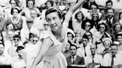 Platz 9 - MAUREEN CONOLLY - 9 Siege: Mit 16 Jahren gewinnt die Amerikanerin 1951 erstmals die US Open und ist damit seinerzeit die jüngste Siegerin des Turniers. Connolly gewinnt die US Open und Wimbledon je dreimal, zweimal triumphiert sie bei den French Open einmal in Wimbledon. Im Jahr 1953 gelingt ihr das Kunststück, alle Grand Slams in einem Jahr zu gewinnen