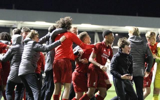 Die U18 des FC Liverpool feiert den Triumph im FA Cup 2019