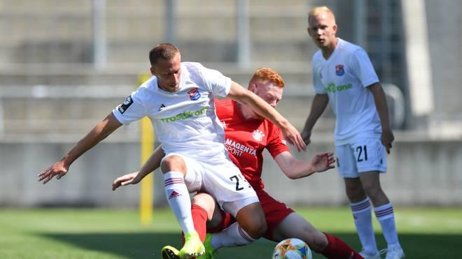 Die SpVgg Unterhaching (weiß) gewann beim FC Bayern II