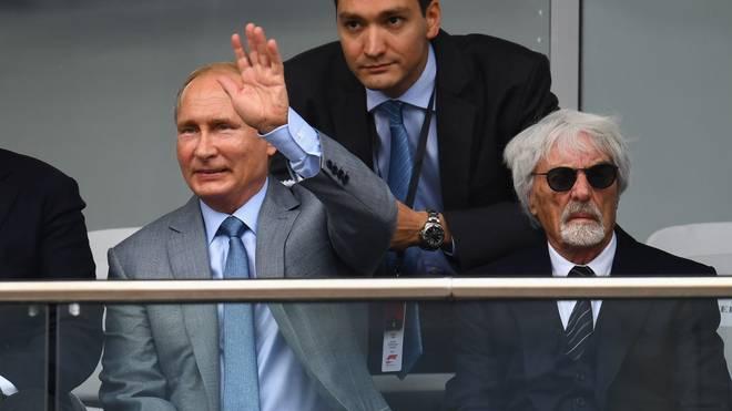 Wladimir Putin und Bernie Ecclestone (r.) haben ein gutes Verhältnis