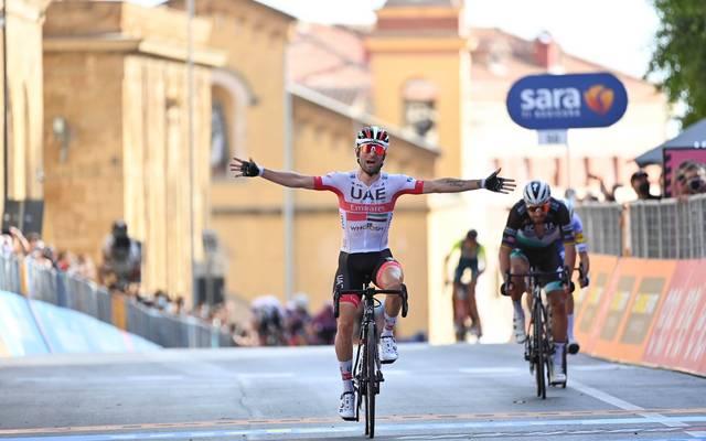 Diego Ulissi lässt im Zielspringt Peter Sagan hinter sich