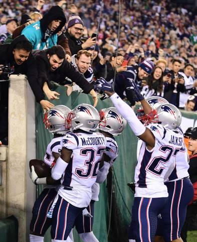 Die New England Patriots dominieren im Monday Night Football die New York Jets und sind das erste 7-0-Team mit weniger als 50 zugelassenen Punkten seit 1934! 18 Interceptions, und ganze 27 zugelassene Offensiv-Punkte, dazu kommen 26 Sacks. Defensiv-Guru Bill Belichick hat seine vielleicht beste Abwehr gebastelt