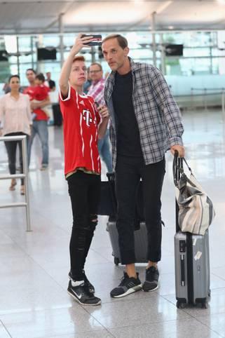 Die Hoffnung dieses jungen Fans wurde nicht erfüllt: Thomas Tuchel wechselt nicht zum FC Bayern, sondern schließt sich Paris Saint-Germain an. Die offizielle Bestätigung gab es am 14. Mai