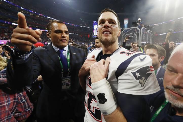 Der Sieg im Super Bowl ging in diesem Jahr mal wieder an Tom Brady und die New England Patriots. Eine andere ehrenvolle Auszeichnung entgeht ihm aber diesmal: Zum besten Spieler der NFL haben ihn seine Kollegen in der jährlichen Abstimmung diesmal nicht gewählt