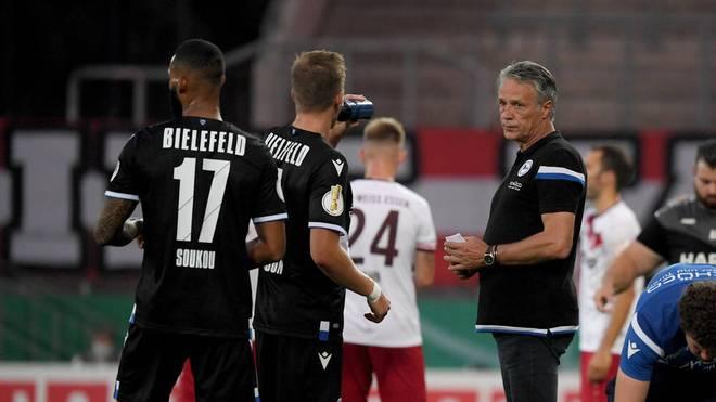 Bielefeld-Trainer Uwe Neuhaus bestritt sein erstes Bundesliga-Spiel an der Seitenlinie