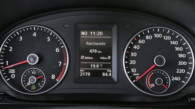 Zwei Füllstände: Die meisten Erdgasautos haben noch einen kleinen Benzintank als Reserve an Bord