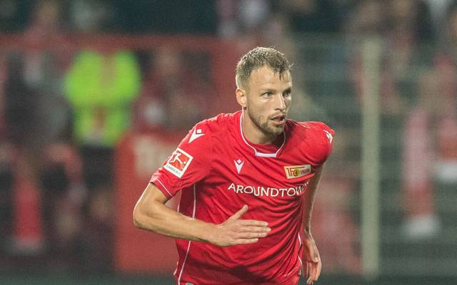 BERLIN, GERMANY - SEPTEMBER 27: Marvin Friedrich of 1.FC Union Berlin runs with the ball during the Bundesliga match between 1. FC Union Berlin and Eintracht Frankfurt at Stadion An der Alten Foersterei on September 27, 2019 in Berlin, Germany. (Photo by Boris Streubel/Bongarts/Getty Images)
