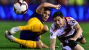 BUENOS AIRES, ARGENTINA - OCTOBER 01: Ignacio Fernandez of River Plate fights for the ball with Ivan Marcone of Boca Juniors  during the semi final first leg match between River Plate and Boca Juniors as part of Copa CONMEBOL Libertadores 2019  at Estadio Monumental Antonio Vespucio Liberti on October 1, 2019 in Buenos Aires, Argentina. (Photo by Amilcar Orfali/Getty Images)