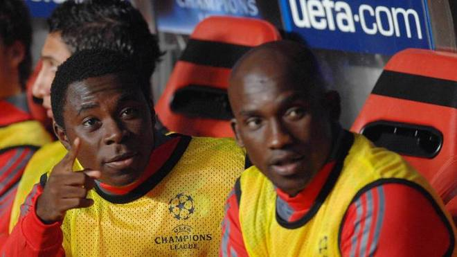 Freddy Adu (l.) saß bei Benfica meist auf der Bank