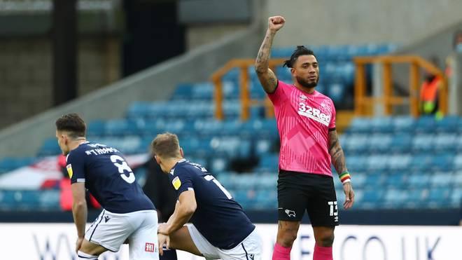 Colin Kazim-Richards (r.) von Derby County streckt seine Faust in den Himmel