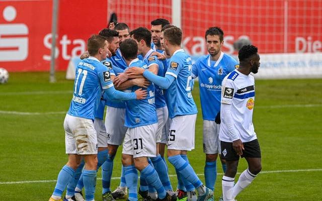 1860 München feiert den zweiten Treffer von Sascha Mölders