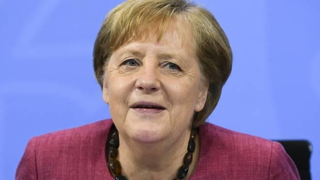 Angela Merkel trifft das DFB-Team vor dem Turnier