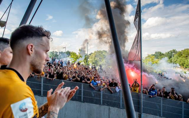 Tausende Fans feiern Dynamo Dresden trotz des Abstiegs