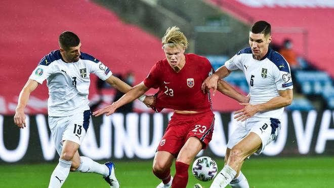 Norwegens Erling Haaland hatte gegen Serbien keinen leichten Stand