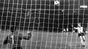Am gleichen Ort feuert Uli Hoeneß seinen Elfmeter in den Nachthimmel. Manch einer munkelt, der Ball sei sogar übers Stadiondach geflogen. Hoeneß verschießt als einziger Schütze, nachdem Deutschland in der regulären Spielzeit noch ein 0:2 aufgeholt hatte. Es hilft nichts: Dieses Finale geht zwei Jahre nach dem WM-Triumph im eigenen Land verloren