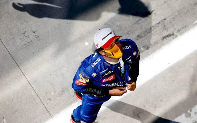 Carlos Sainz wechselt in der nächsten Saison zu Ferrari