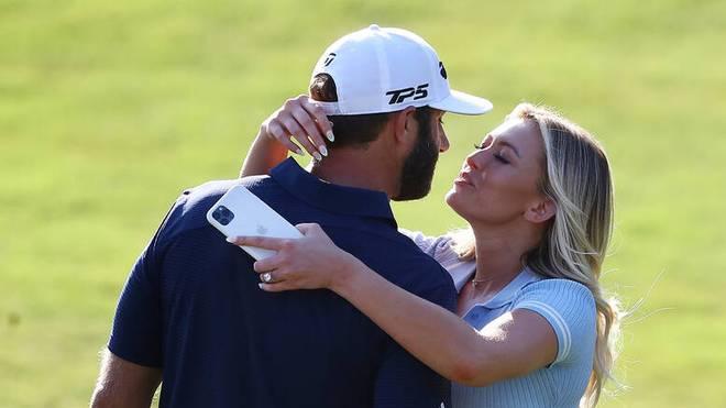 Freundin Paulina Gretzky gratuliert Dustin Johnson zu seinem Triumph