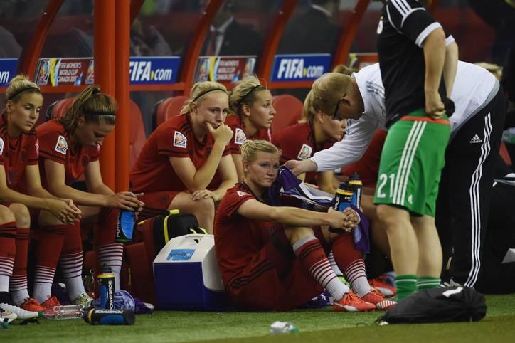 Aus der Traum vom dritten WM-Titel. Durch eine 0:2-Niederlage gegen die USA verpassen die DFB-Frauen den ersehnte Einzug ins Finale. Torfrau Nadine Angerer hält die Mannschaft lange im Spiel, Celia Sasic versagen die Nerven. Das Team in der SPORT1-Einzelkritik