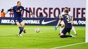 Torwart Fabio Coltorti (l.) sichert RB Leipzig einen Last-Minute-Sieg gegen Darmstadt