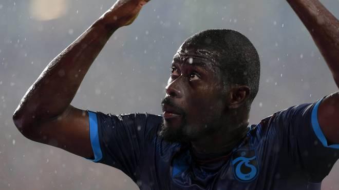 Trabzonspor-Spieler Badou Ndiaye hat im Süper-Lig-Spiel gegen Gaziantep den Taktik-Zettel seines Trainers verpeist