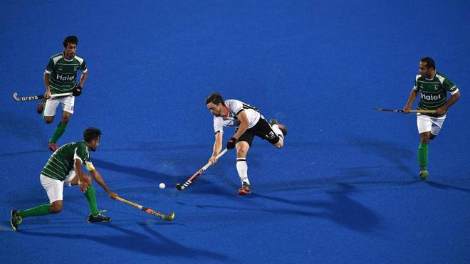 Tobias Hauke (M.) gibt sein Comeback bei der Olympia-Quali