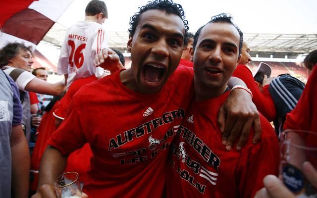 Marvin Matip (li.) und Salvatore Gambino feiern 2008 den Aufstieg mit Köln in die 1. Bundesliga