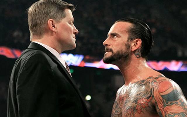John Laurinaitis (l.) galt nicht nur vor der WWE-Kamera als Gegenspieler von CM Punk