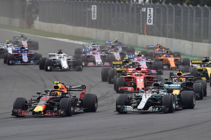 Bis Mitte März müssen die Formel-1-Fans auf den Auftakt ins Rennjahr 2019 warten. Aber mit der Vorstellung der Autos rückt die Saison schon immer näher. Inzwischen haben alle Teams ihre Renner vorgestellt - darunter auch Mercedes, Red Bull und Ferrari. SPORT1 zeigt die Boliden, die 2019 über die Strecken donnern