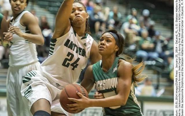 Jade Cargill (r.) spielte Basketball für die Jacksonville Dolphins