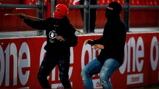 Vermummte Hooligans attackierten Bayern-Fans in Piräus