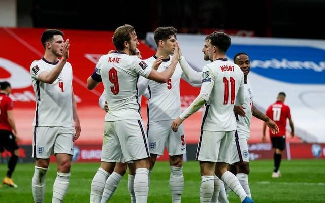 Harry Kane (Nr. 9 ) und Mason Mount (Nr. 11) erzielen die Tore für England