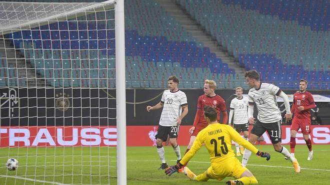 Luca Waldschmidt (r.) erzielte sein zweites Länderspieltor