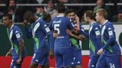 Spieler des VfL Wolfsburg jubeln im Spiel bei Werder Bremen