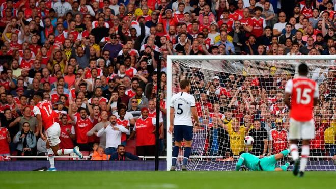 Pierre-Emerick Aubameyang (r.) schießt den FC Arsenal zum Punktgewinn