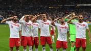Die türkischen Fußballer jubelten auch in Frankreich mit einem Militärgruß