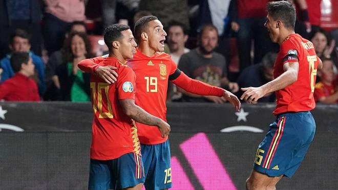 Thiago (l.) und Rodrigo (M.) spielen gemeinsam in der spanischen Nationalmannschaft