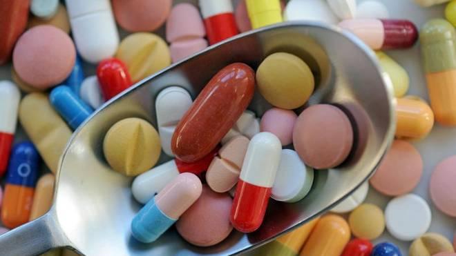 Wer regelmäßig trainiert, hat zwar einen höheren Bedarf an Vitaminen und Mineralstoffen. Doch hierfür reicht eine ausgewogene Ernährung aus