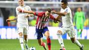 Atletico Madrid's Spanish midfielder Saul Niguez (C) challenges Real Madrid's Brazilian midfielder Casemiro (R) and Real Madrid's German midfielder Toni Kroos (L) during the UEFA Super Cup football match between Real Madrid and Atletico Madrid at the Lillekula Stadium in the Estonian capital Tallinn on August 15, 2018. (Photo by Janek SKARZYNSKI / AFP)        (Photo credit should read JANEK SKARZYNSKI/AFP/Getty Images)