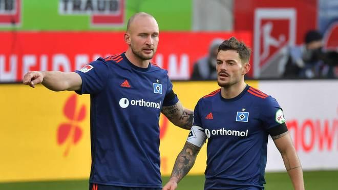 Auch Toni Leistner (l.) und Tim Leibold konnten den Abwärtstrend beim HSV nicht aufhalten