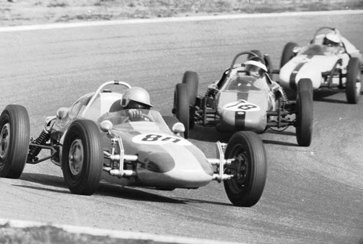 """10.000 -  Heutzutage ist der Motorsport, egal ob im Formel-, Rallye- oder Tourenwagensegment, ein sündhaft teures Unterfangen. In den 1960er-Jahren konnte man sich dagegen im Verhältnis zum heutigen Milliarden-Geschäft zum Schnäppchenpreis engagieren. Ein Formel-V-Rennwagen der ersten Generation, liebevoll auch als """"Sportrakete mit Käfer-Treibsatz"""" bezeichnet, war für rund 10.000 DM zu haben"""