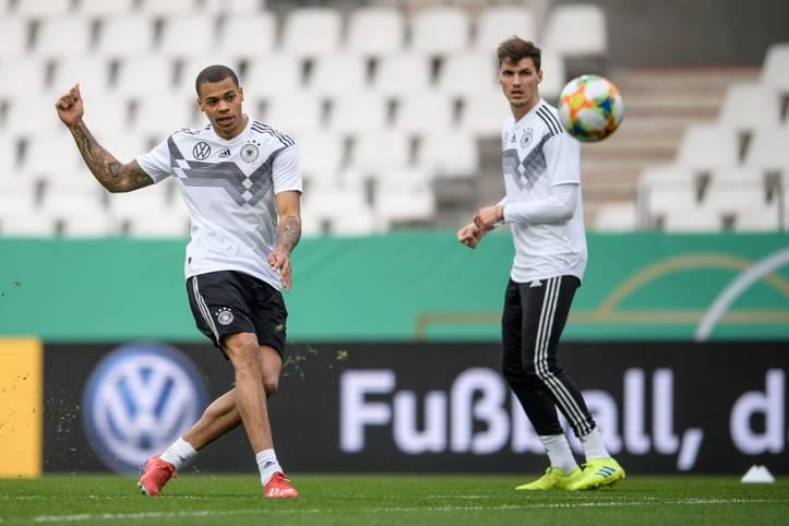 """Für Lukas Nmecha (l.) wäre das Duell zwischen Deutschland und England (ab 20.15 Uhr im LIVETICKER) auf U21-Ebene ein ganz besonderes Spiel gewesen. Schließlich hat der Stürmer mit der englischen U19 den EM-Titel geholt und lief bis zuletzt für den Nachwuchs der """"Three Lions"""" auf"""