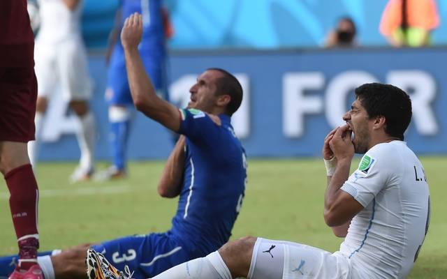 Giorgio Chiellini (l.) und Luis Suarez sorgten bei der WM 2014 für Aufsehen