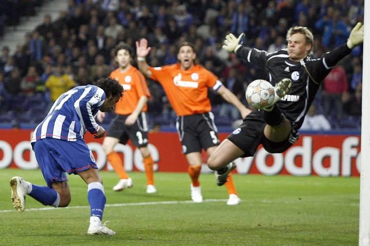 Als unerfahrener und etwas pausbäckiger Youngster war Porto ein gutes Pflaster für Manuel Neuer, nun kehrt er als hochdekorierter Star-Keeper zurück. SPORT1 schaut nochmal auf die erste Sternstunde des Nationaltorwarts am 5. März 2008.