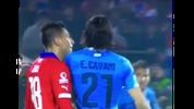 Gonzalo Jara gegen Edinson Cavani